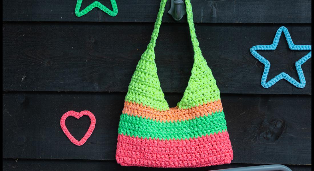 Gehäkelte Tasche in Neonfarben