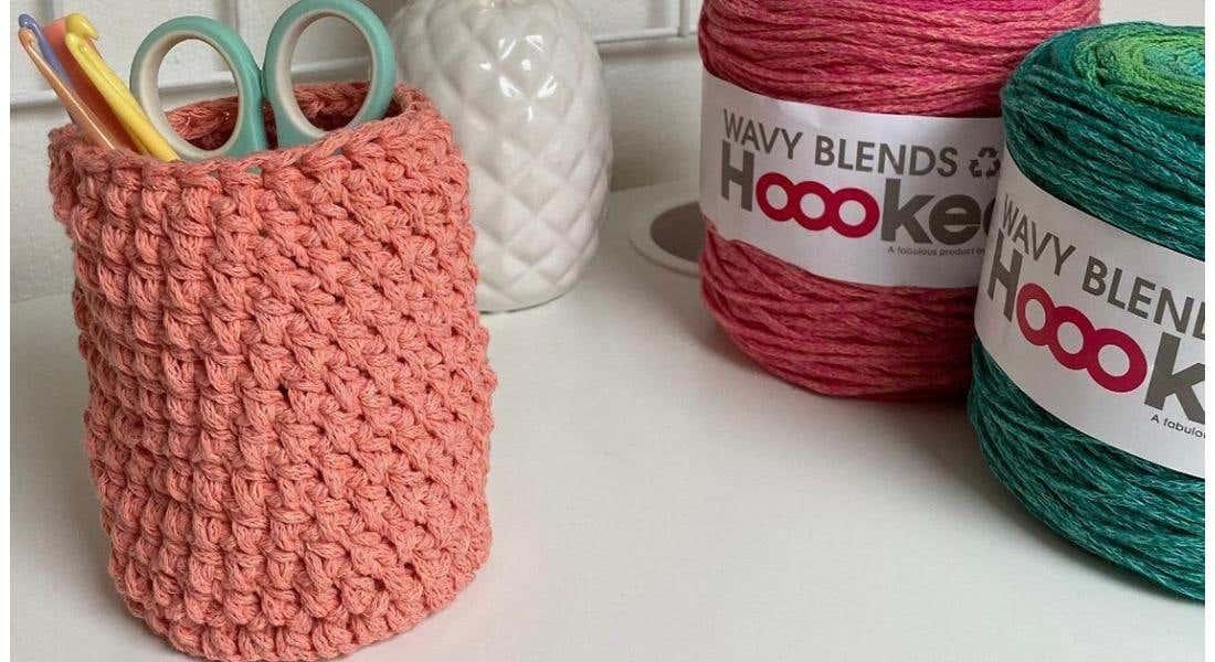 Free pattern: small hangable crochet basket