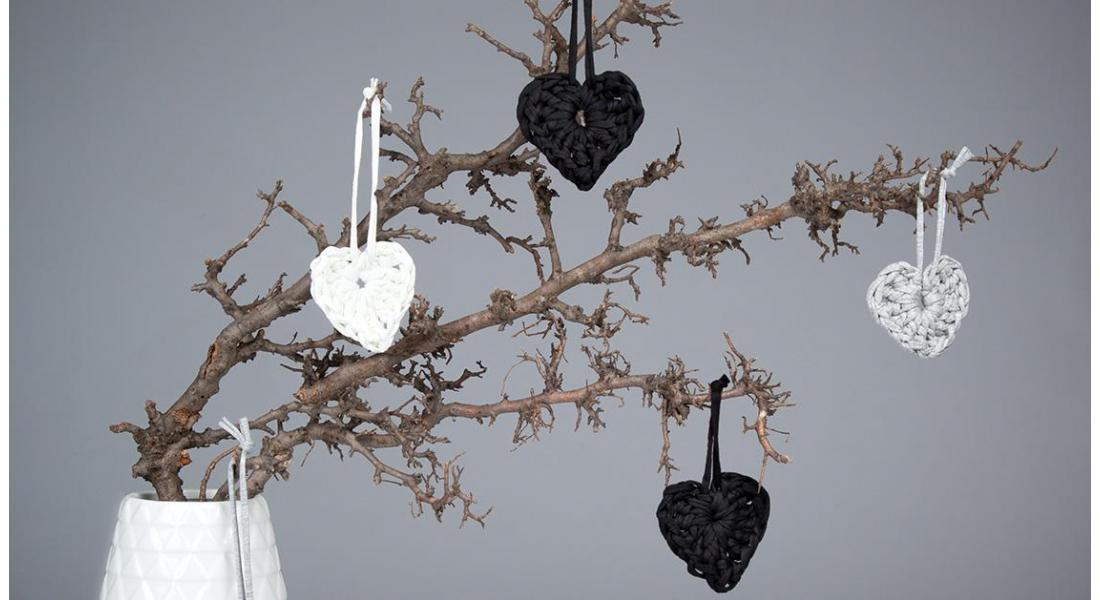 Valentine's craft: simple crochet hearts