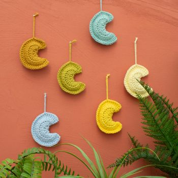 DIY Crochet Kit Moon Wallhanger Luna