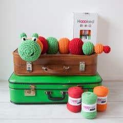 Patrón de crochet para hacer por uno mismo RibbonXL oruga