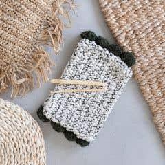 DIY Kit de Crochet Pompom Clutch Santorini Oliva